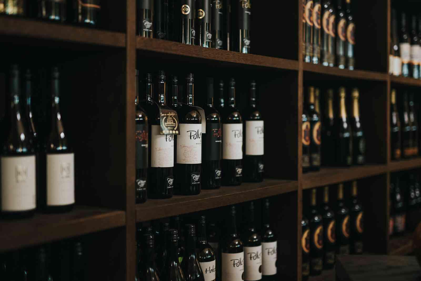 Ponudba vina v kavarni Kipertz - Hotel Mitra Ptuj