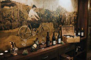Razstavljene dobrote vinske kleti Osterberger v Hotelu Mitra Ptuj