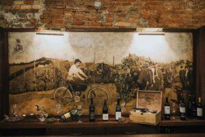 Stenska slika v vinski kleti Osterberger v Hotelu Mitra Ptuj