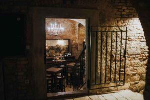Vhod v vinsko klet Osterberger v Hotelu Mitra Ptuj
