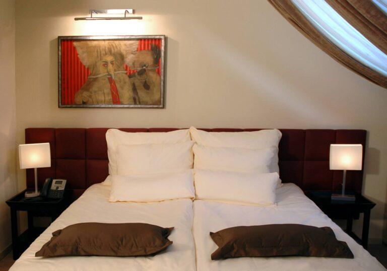 311. The Kurent's Room